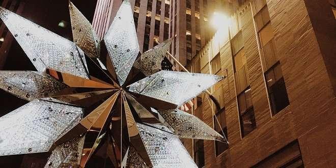 Wann Wird In New York Der Weihnachtsbaum Aufgestellt.Weihnachtsbaum Am Rockefeller Center Aufgestellt Weihnachts City